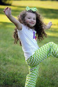 ed35b20a29f51c3e81584d04ee44408be273e5d11cb114469df3_640_happy-little-girl